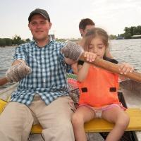 С семьей на лодке. Воздушный змей